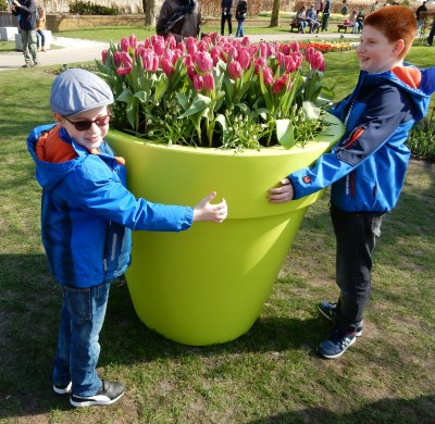 Kids hugging giant tulip pot in Keukenhof Netherlands