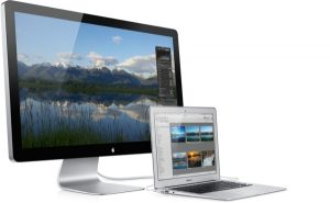 affchris_apple_macbook_air_and_thunderbolt_display