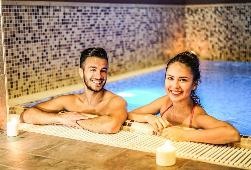 Hot Girls in Bangkok - thai couple dating