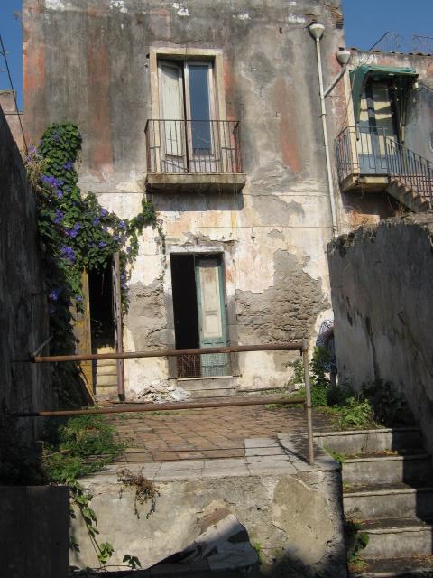 Casa antica indipendente centro storico Acireale da ristrutturare  Case  Villette  Sicilia