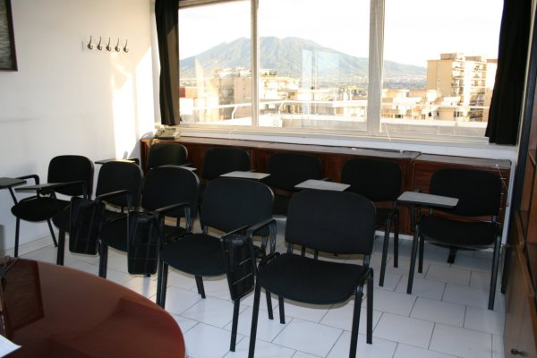 Napoli affitto locale eventi sala corsi formazione riunioni € 69 giorno