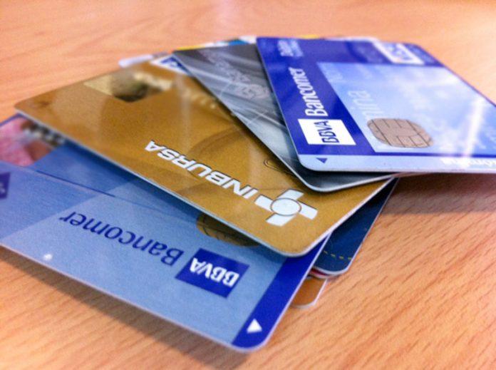 tarjetasAF01 696x519 - Aprueban que mayores de 15 y menores de 18 años abran cuentas bancarias - #Noticias
