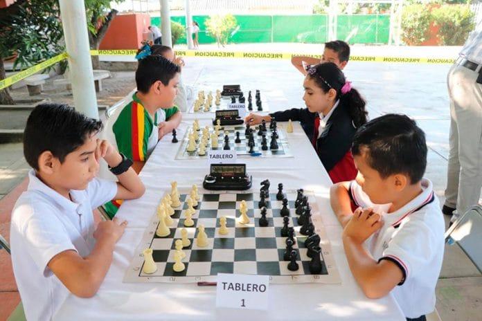 ajedrez 696x464 - Realiza Secretaría de Educación el Torneo de Ajedrez, Roberto Carlos Aceves Figueroa