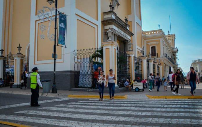 centro transito catedral 696x437 - Listo el operativo vial en la capital, con motivo del festejo en honor a la Virgen de Guadalupe