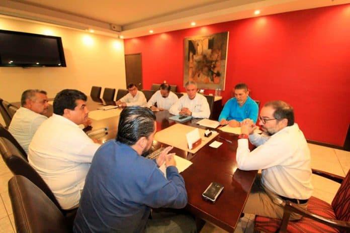 reuniongobernador 696x464 - Sostiene Gobernador reunión con líderes magisteriales