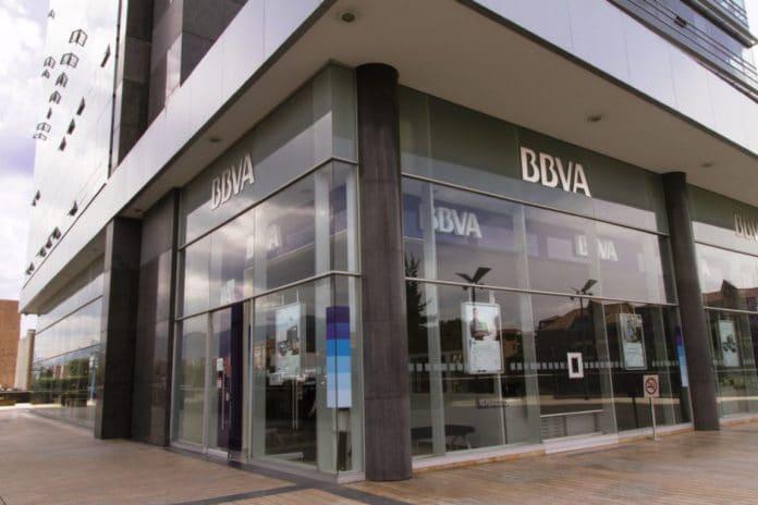 Exterior of Office BBVA Colombia 8 1024x683 1 696x464 - Bancos se unen al Día Sin Mujeres y no abrieron - #Noticias