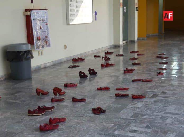 feminicidios 2 696x518 - Zapatillas de las ausentes - #Noticias