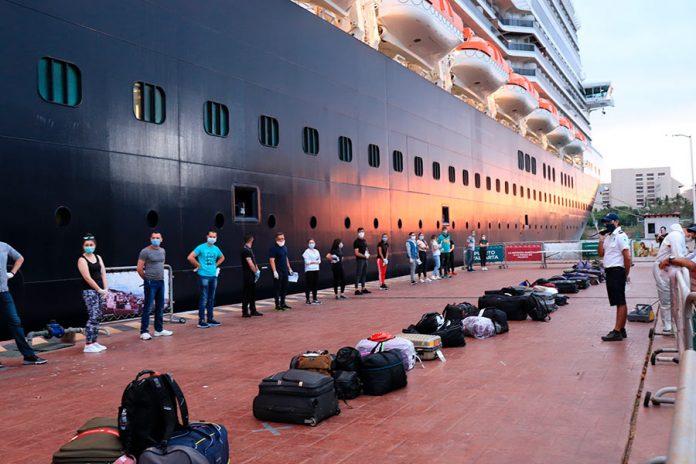 covid23may 696x464 - Jalisco apoya al crucero Koningsdam con puente humanitario ante COVID-19