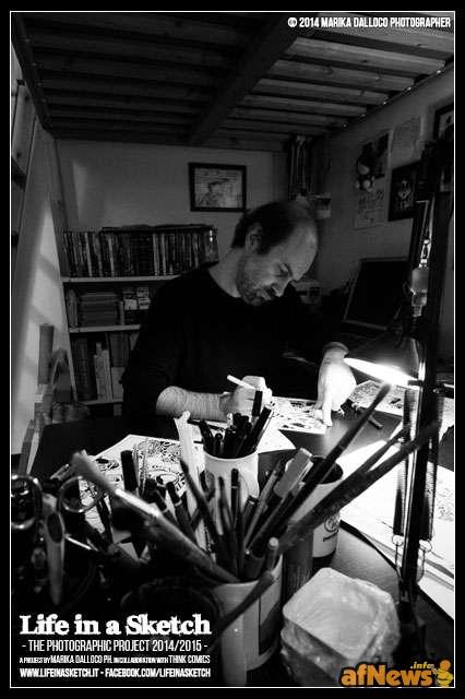 Alberto Corradi nel suo studio per il progetto Life in a Sketch