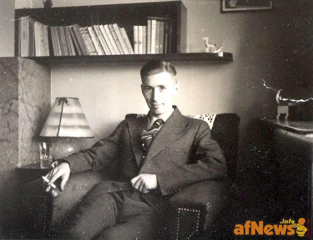 © Crédit : Hergé en 1937. Collection privée.