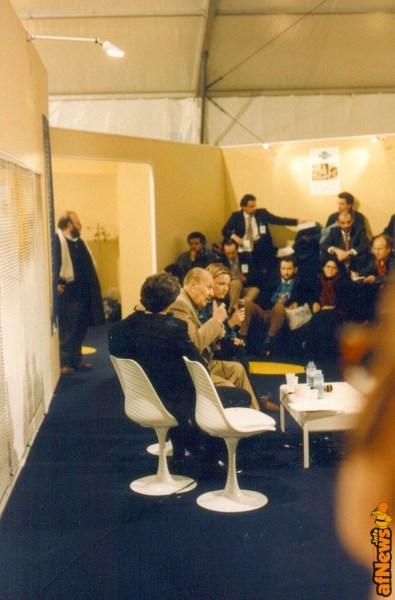 Franco Fossati che spunta in un convegno al Festival di Angouleme... e ci sono altri noti giornalisti italiani, tra il pubblico! E quello che parla, guarda bene, è un Mostro Sacro del fumetto mondiale...