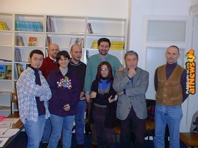 Sergio Bonelli in visita agli allievi di uno dei corsi dell'Anonima Fumetti.