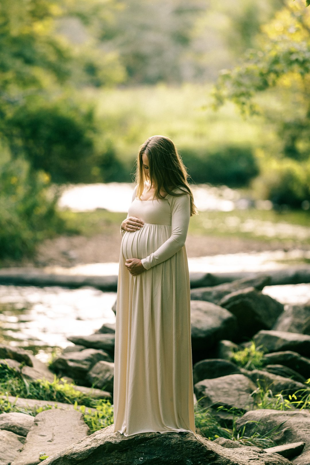 outdoor maternity photo ideas