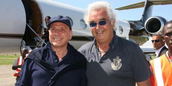 Briatore e Berlusconi all'aeroporto di Malindi