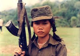 Bambina in uniforme