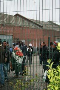 Migranti dietro la rete