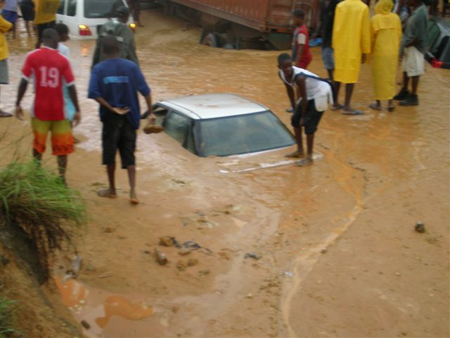Auto annegata