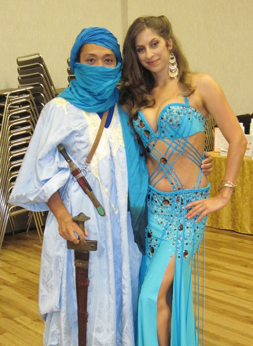 1899 Tuareg con ballerina discinta