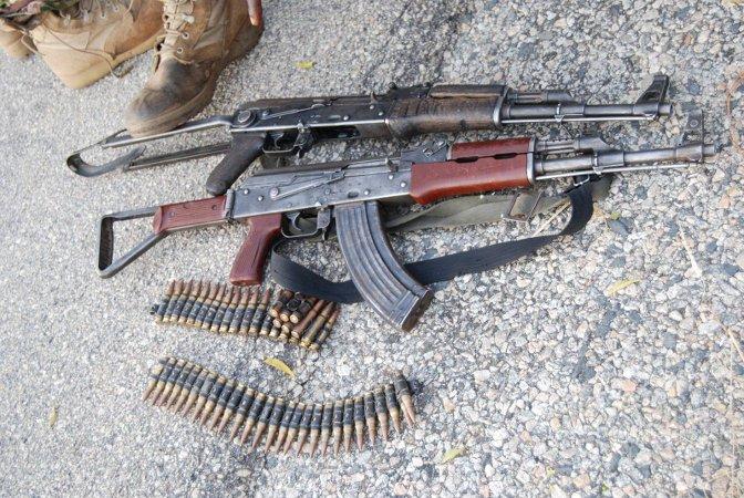 Armi recuperate (foto Defense Headquarters - https://www.facebook.com/DefenceInfoNG/)