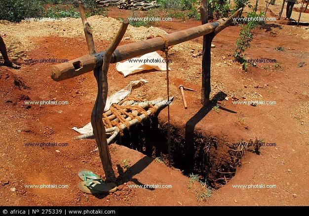 Imboccatura di una miniera in Tanzania. E' in quel tunnel strettissimo che si calano i cercatori d'oro