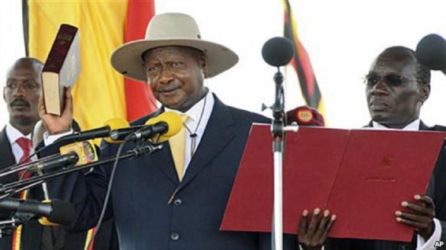 Yowecri Museveni giura per il suo nuovo mandato