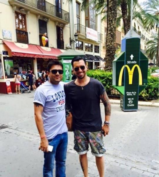 Davide Castro (a destra) e Manish Kumar fotografati in Spagna il 16 agosto 2015, il giorno in cui Cristian Provvisionato è arrivato in Mauritania