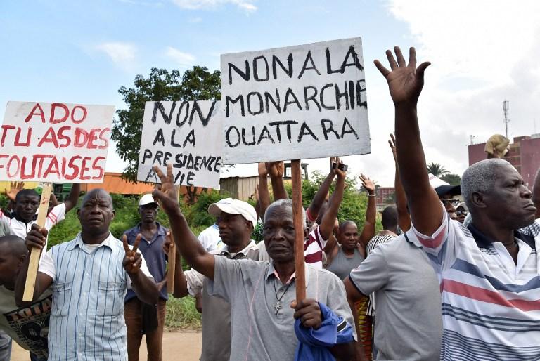 Manifestazione ad Abidjan contro la Costituzione