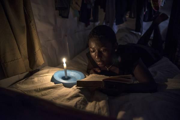 Madina Nalwanga fotografata di notte da Damiano Rossi