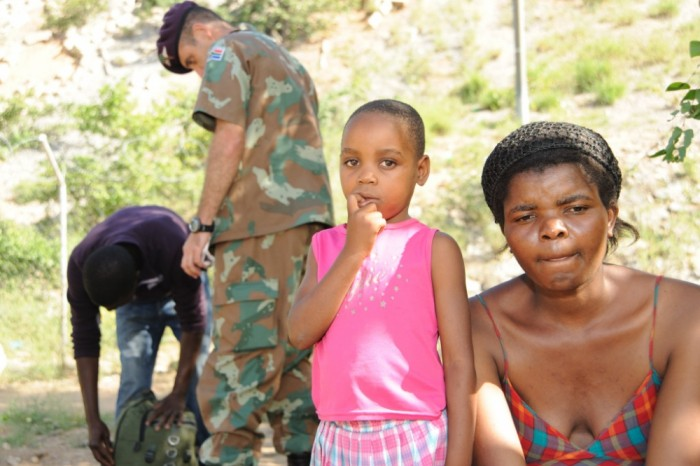 South African soldiers apprehend irregular migrants from Zimbabwe.