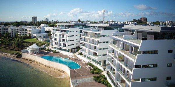 Nuovi e lussuosi palazzi, molti dei quali sfitti, in riva al mare a Mombasa