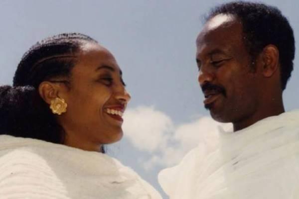 Petros Solomon e Aster Yohannes al tempo de loro matrimonio quando erano entrambi dirigenti del Fronte Popolare di Liberazione dell'Eritrea