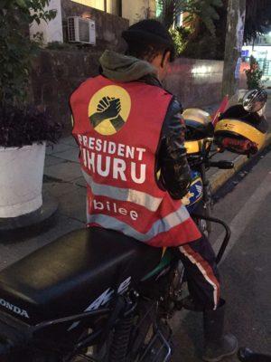 Moto con Uhuru