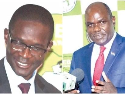 Ezra Chiloba (sinistra) e Wafula Chebukati, direttore esecutivo e presidente della Commissione elettorale del Kenya