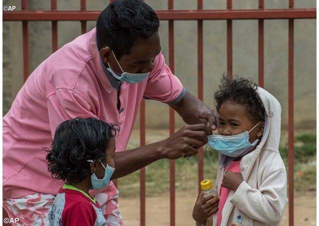 Uso delle mascherine per evitare il contagio