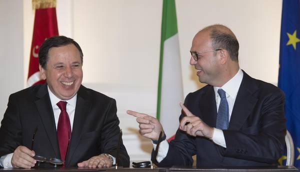 Il ministro degli Esteri tunisino Khemaies Jhinaoui con Angelino Alfano a Roma