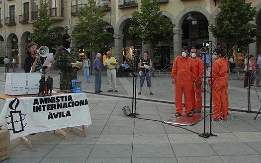 Manifestazione di Amnesty International contro il carcere di Guantanamo