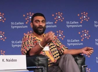 Kumi Naidoo nel 2012 a simposio di St. Gallen, in Svizzera