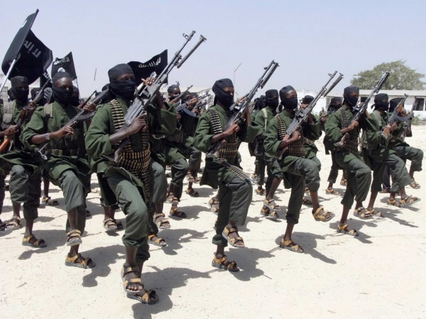 Guerriglieri di Al-Shabaab durante l'addestramento