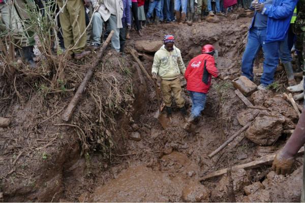 Un'immagine dello scempio causato dallo straripamento della diga