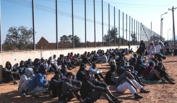 Migranti in un lager libico