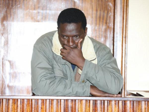 L'insegnate Paul Gicheri sul banco degli accusati nella corte di Nakuru