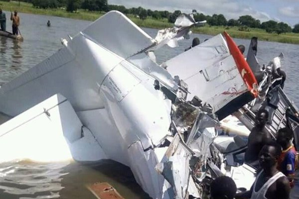 I resti dell'aereo caduto nel lago Yirol (Foto di Mageng Wade Deng per Miraya)