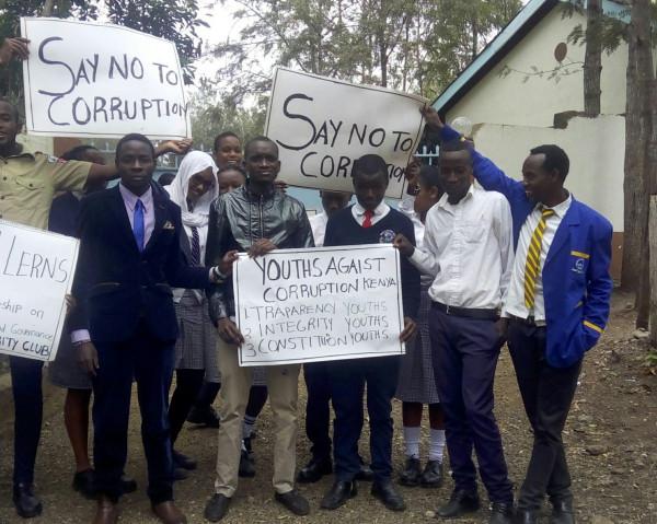 Dimostrazione di giovani cittadini del Kenya contro la corruzione