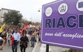 Manifestazione a favore dell'accoglienza a Riace