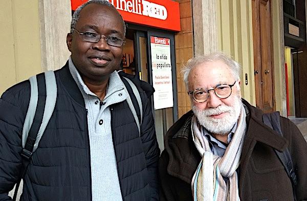 """da sinistra: i geografi Laye Camara e Angelo Turco, curatori del saggio """"Immaginari migratori"""" Franco Angeli editore (foto © Sandro Pintus)"""