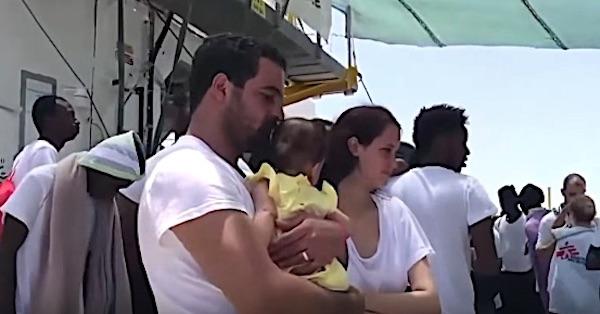 Migranti salvati dalla nave Aquarius