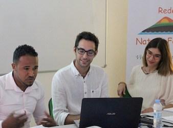 Nel centro della foto David Solazzo nel suo ufficio a Fogo (Courtesy COSPE)