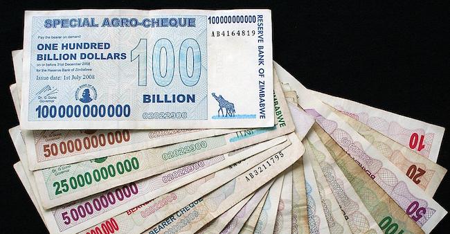 Banconote emesse dalla Banca dello Zimbabwe nel 2008 durante l'iperinflazione