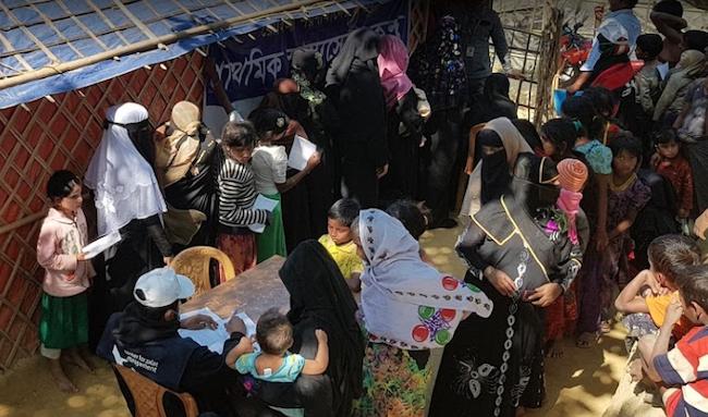 Posto sanitario del campo profughi rohingya di Katupalong