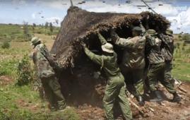 Distruzione di una capanna Baka da parte dei guardaparco (Courtesy Survival International)